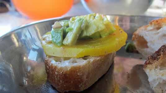 beet-crostini